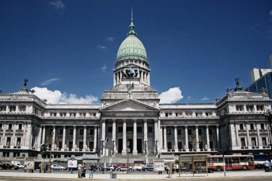 Cristina Kirchner y Sergio Massa solicitaron que se impida la compra de dólares para legisladores