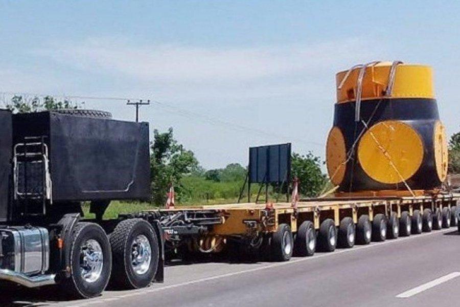 Yacyretá: llegó la turbina y trabajan en su montaje