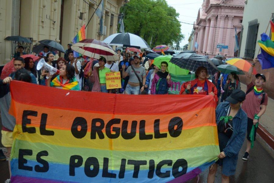A pesar de la lluvia, Corrientes se vistió de colores con la Marcha del Orgullo