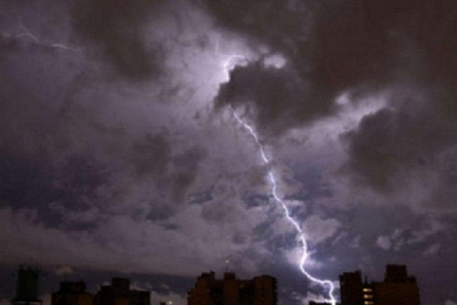 Alerta por caída de granizo y tormentas fuertes en Corrientes