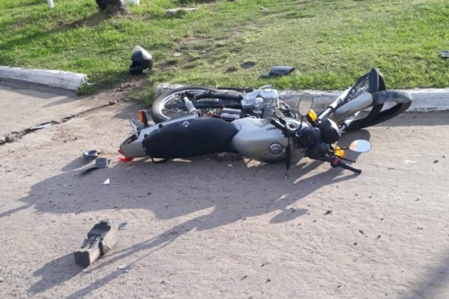 Un motociclista murió este mediodía al chocar contra un árbol