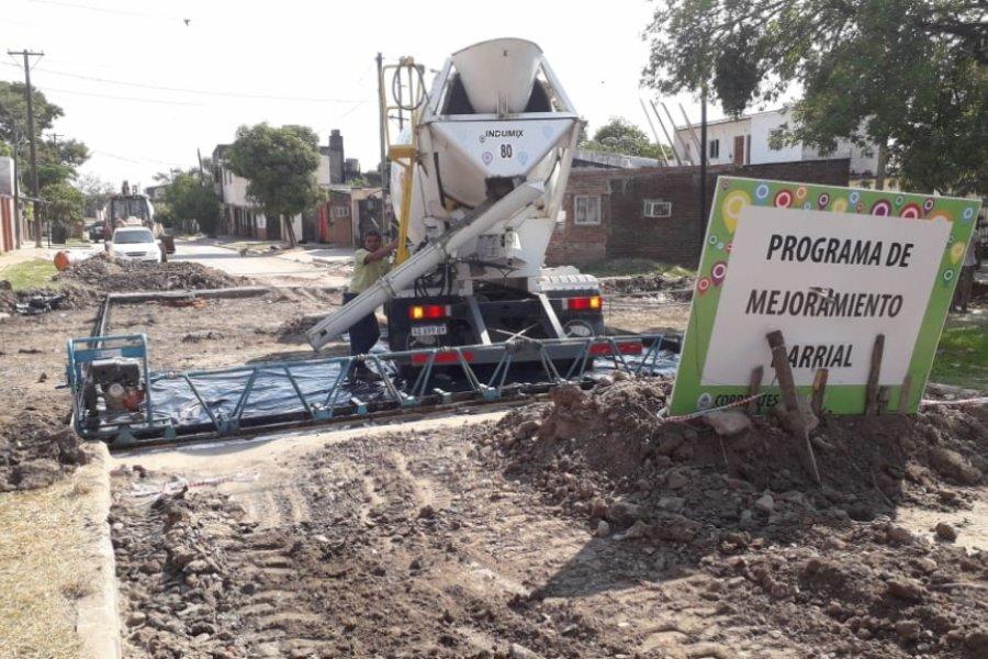 Más de seis cuadras finalizadas y se sigue pavimentando calles del B° Bañado Norte de Corrientes