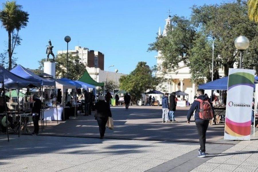 Corrientes: La Feria de los Artesanos continúa en la plaza Cabral durante el mes de Julio