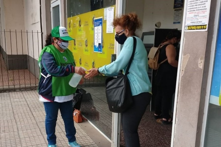 Corrientes: Fortalecen la desinfección en los cajeros automáticos