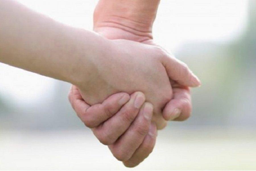 Una adolescente busca una familia que la adopte