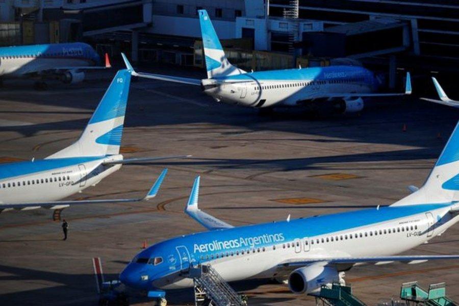 Aerolíneas extiende las suspensiones rotativas por 60 días pero mantiene el pago del 100% de los salarios
