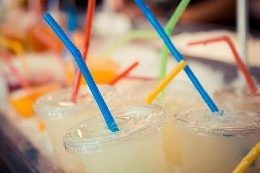 Localidad correntina aprueba eliminación de sorbetes de plástico
