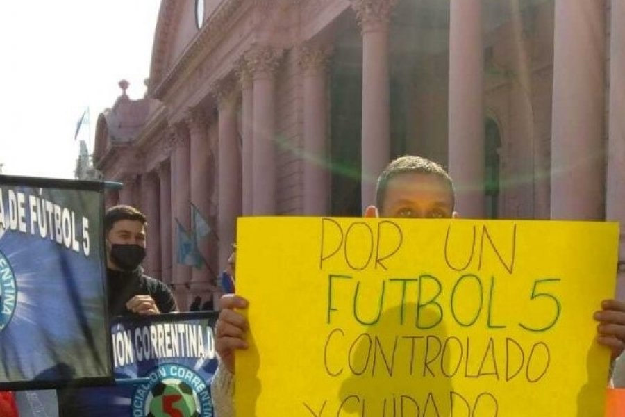 Movilización para la habilitación del fútbol 5 en Corrientes