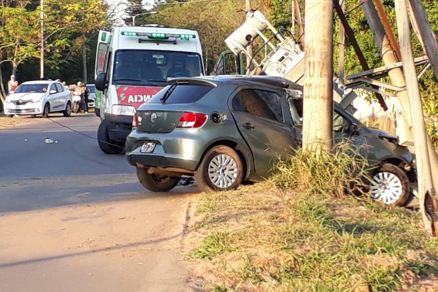 Transformador cayó sobre un vehículo en Saladas