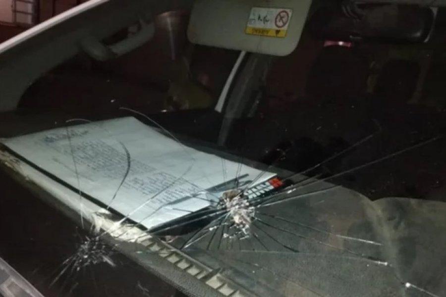 Atacaron a piedrazos a móviles de la Policía
