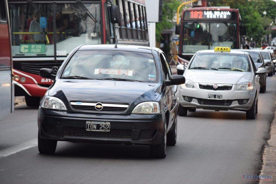 Cinco agencias de remises aumentaron sus tarifas y taxis lo analizan