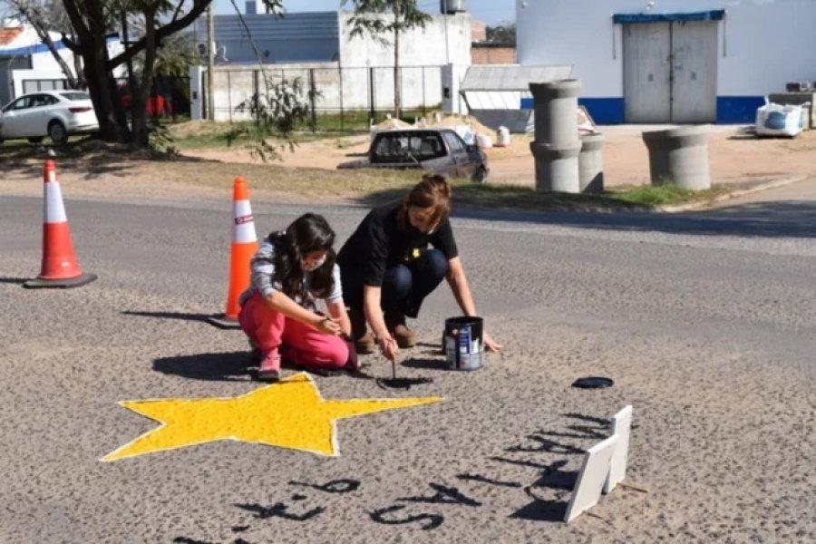 Familiares de víctimas de accidentes pintaron estrellas amarillas
