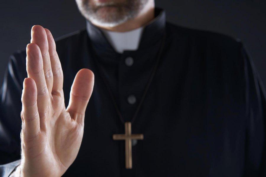 Sacerdote denunciado por abuso fue apartado de la parroquia donde estaba