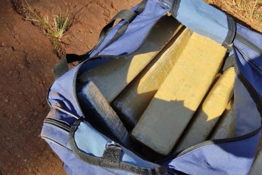 Misiones: Intentan deshacerse de un bolso con 14 kilos de marihuana