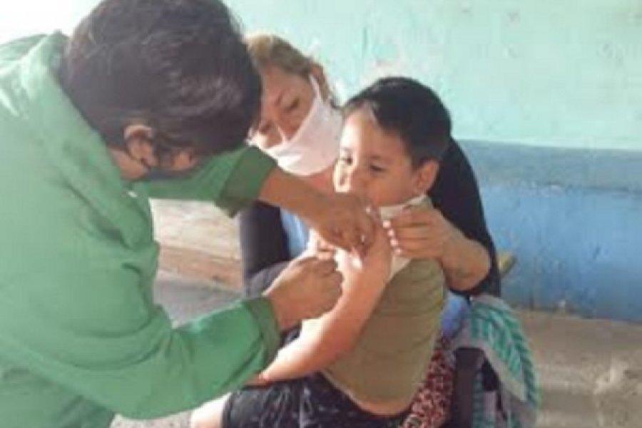 Campaña de vacunación en el asentamiento del barrio Esperanza