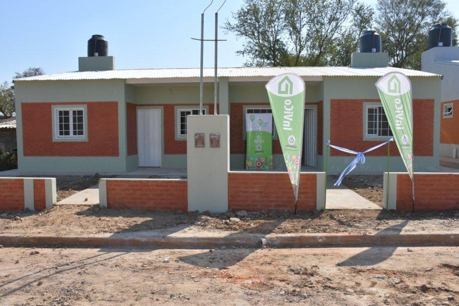 Valdés entregó viviendas en el Bañado Sur