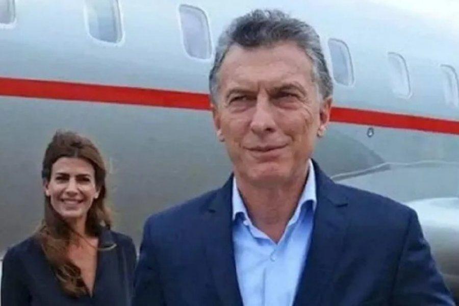 Alberto soluciona la deuda, mientras Macri viaja por el mundo