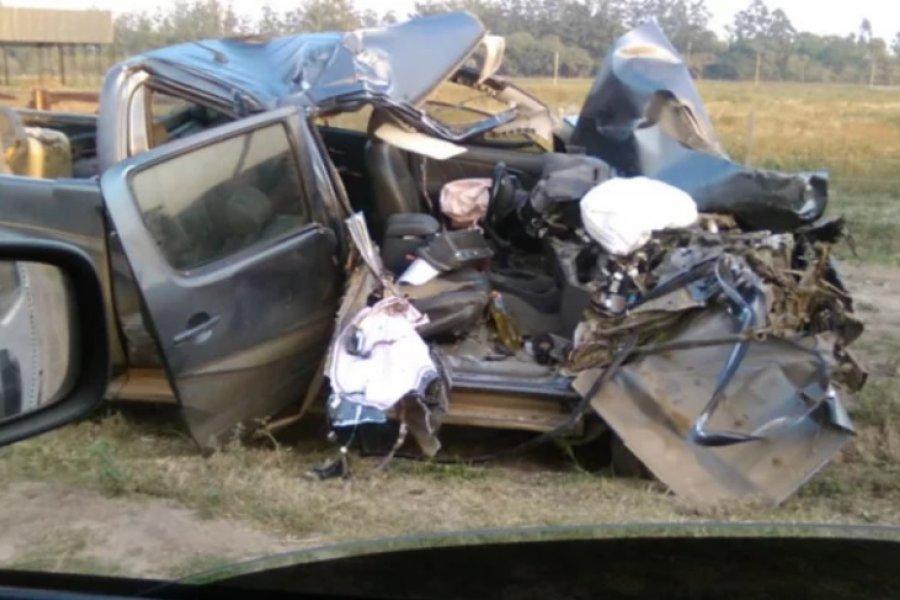 Impresionante accidente entre una camioneta y un camión