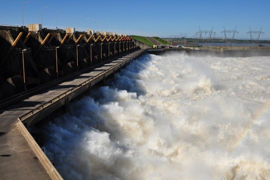 Abrirán este lunes las compuertas en Brasil y Paraguay para que suba el río Paraná