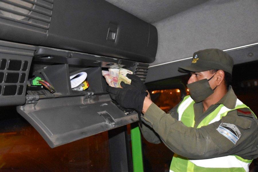 Corrientes: Trasladaban más de 1 millón de pesos ocultos en la cabina de dos camiones