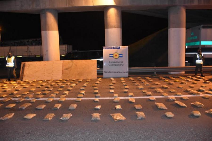 Entre Ríos: Hallan marihuana y cocaína en falso piso de un camión