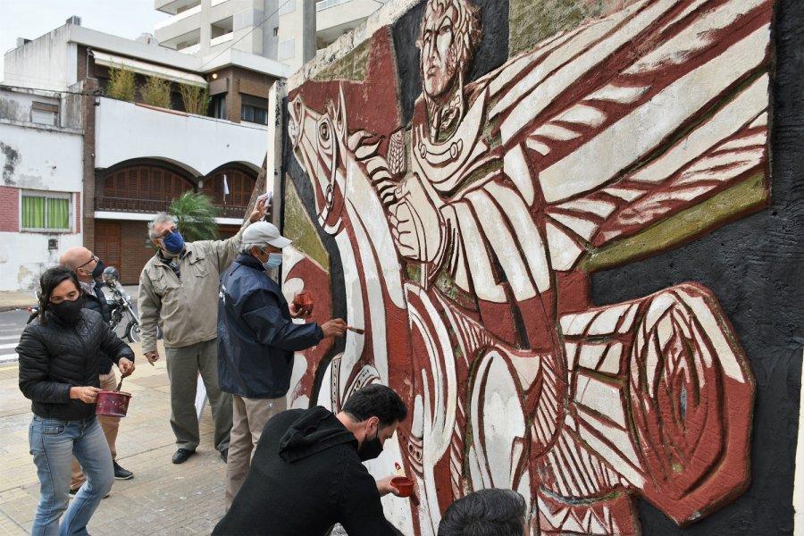 Restauran el emblemático mural del General San Martín en la esquina de Tucumán e Yrigoyen