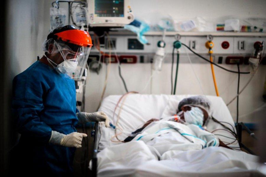 """Científicos detectaron coronavirus """"viable"""" en el aire a casi 5 metros de un paciente"""