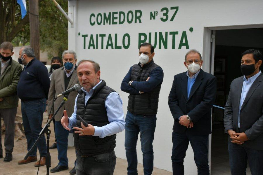"""Inauguraron la biblioteca """"Pocho Roch"""" en el comedor de Punta Taitalo"""