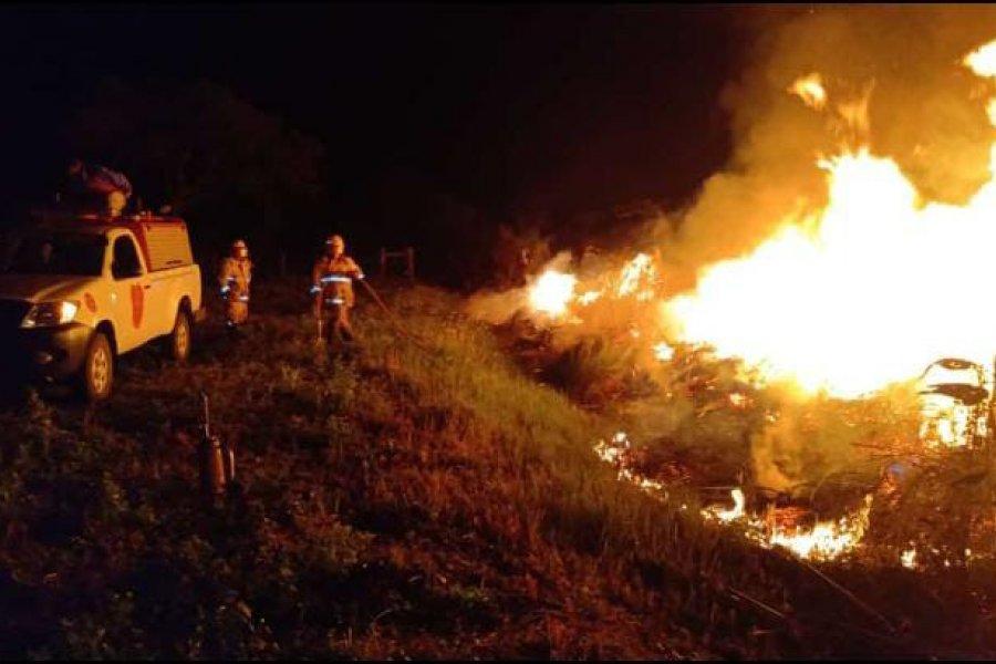 Se necesitaron cuatro dotaciones de bomberos para apagar un incendio de pastizales