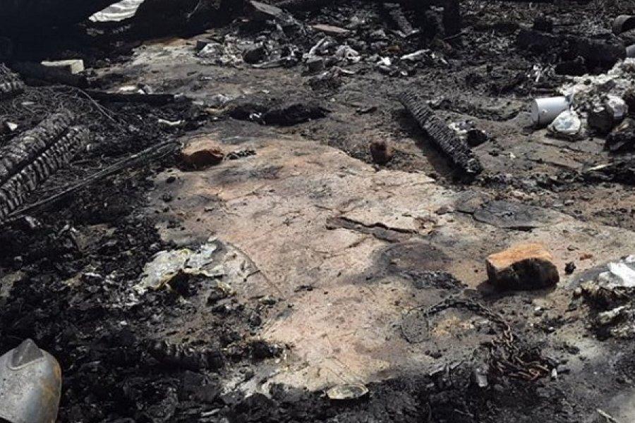 Un joven acusado de violencia quemó la casa de su concubina