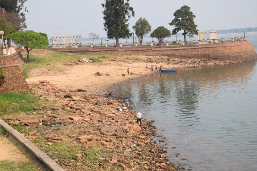 Rescataron a una mujer y sus dos hijos del río Paraná