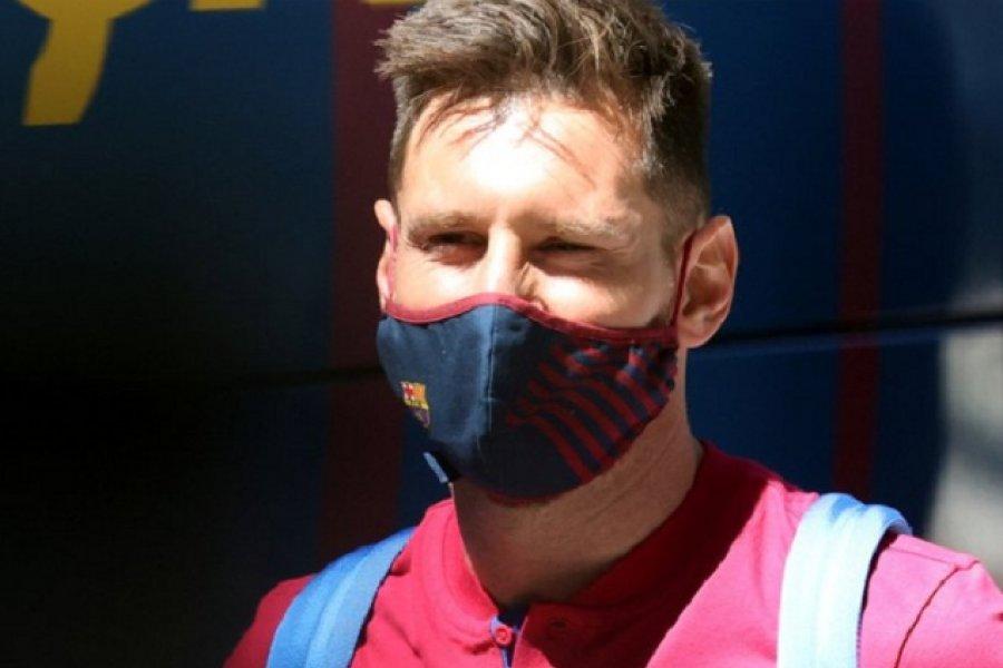 Lionel Messi interrumpió sus vacaciones para tener una reunión de urgencia con Ronald Koeman: ¿se va del Barcelona?