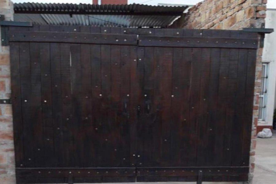 Una nena de 5 años murió aplastada por el portón del garaje de su casa