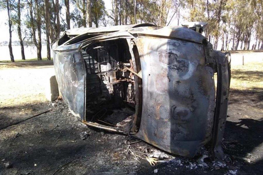 Monte Caseros: Despiste, vuelco e incendio de un automóvil