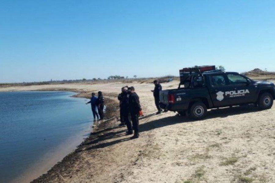 Una familia murió ahogada al caer con su camioneta a una laguna