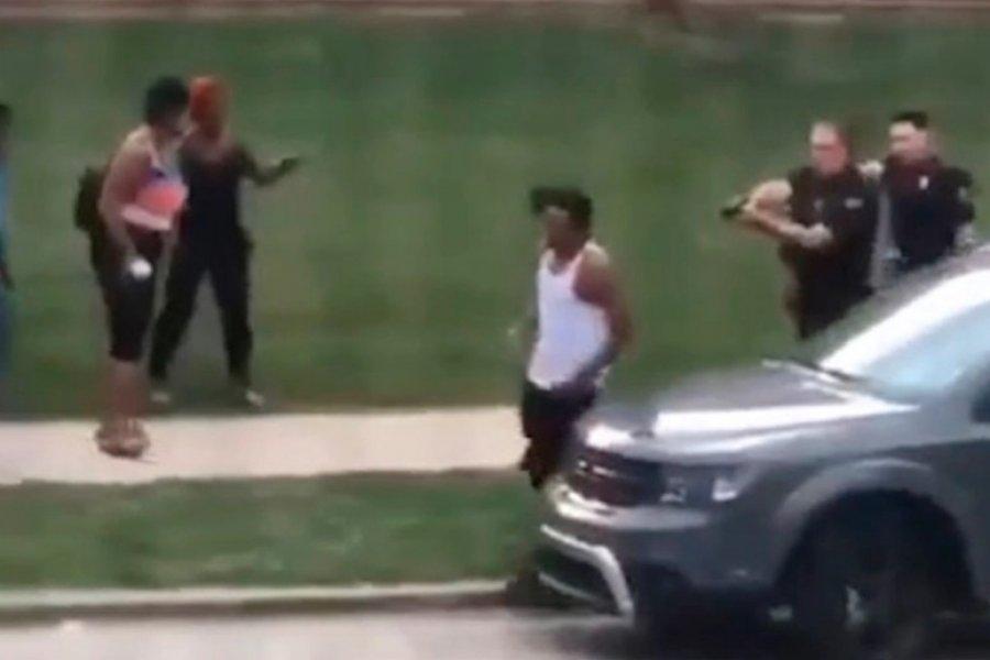 Un policía le disparó por la espalda a un afroamericano en Wisconsin
