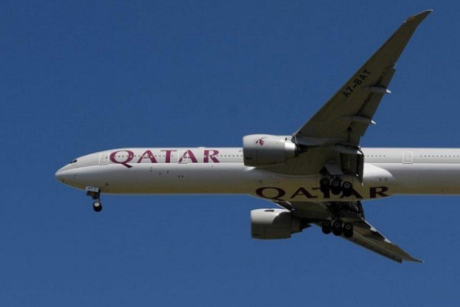 Otra aerolínea internacional abandonaría la Argentina: Qatar Airways suspendería su ruta a Buenos Aires