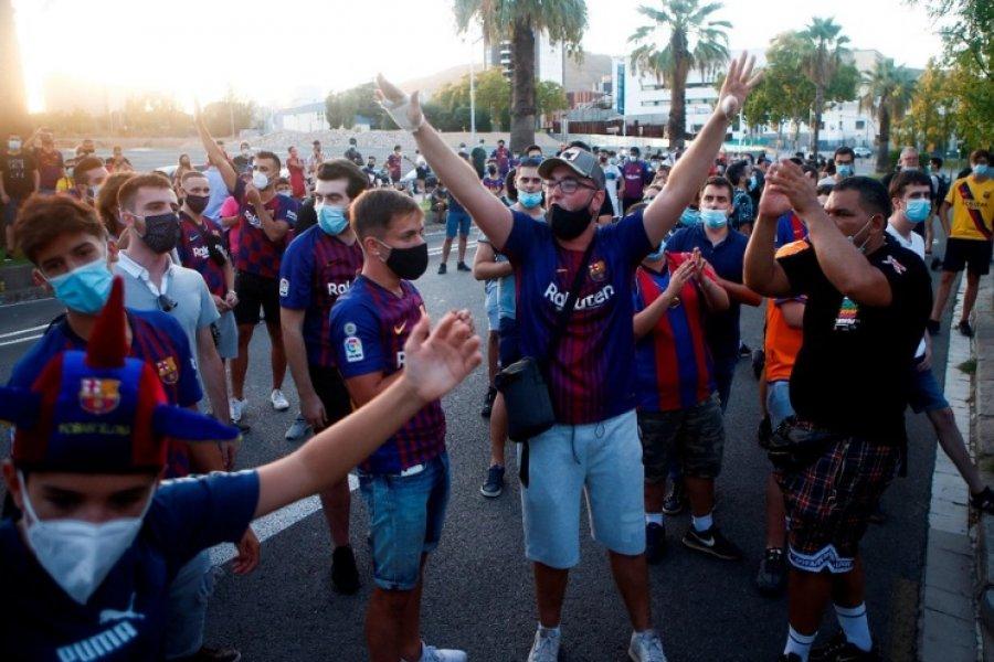 """El grito desesperado de los hinchas culés: """"¡Messi quédate!"""""""