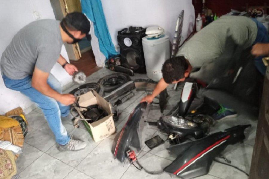Policías allanaron un taller mecánico y recuperaron una moto robada