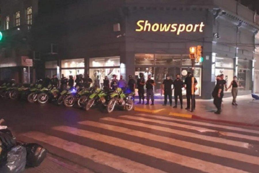 Fuerte operativo policial para desalojar puntos de aglomeración en la Ciudad