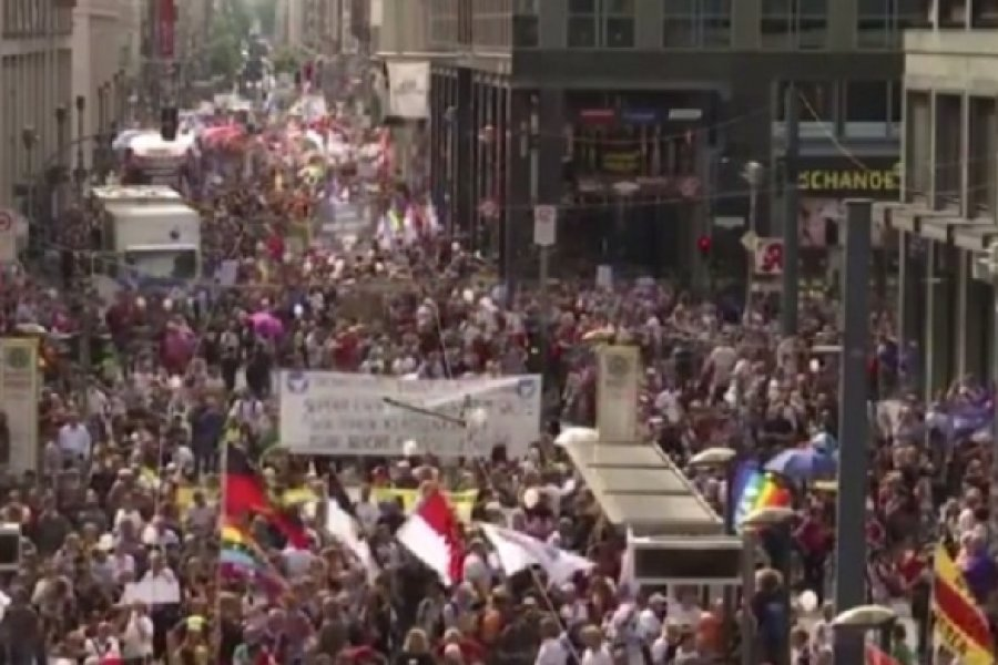 La policía alemana dispersó una manifestación anticuarentena en el corazón de Berlín