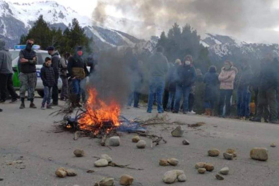"""Un violento """"banderazo patriótico"""" en Bariloche"""