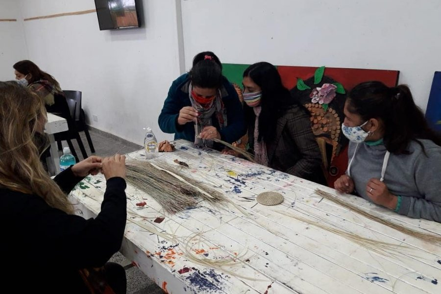 Dieron inicio los talleres de artesanos del Iberá