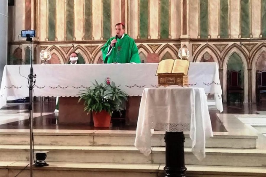 Obispo invita a armar un altar en las casas por el mes de la Biblia