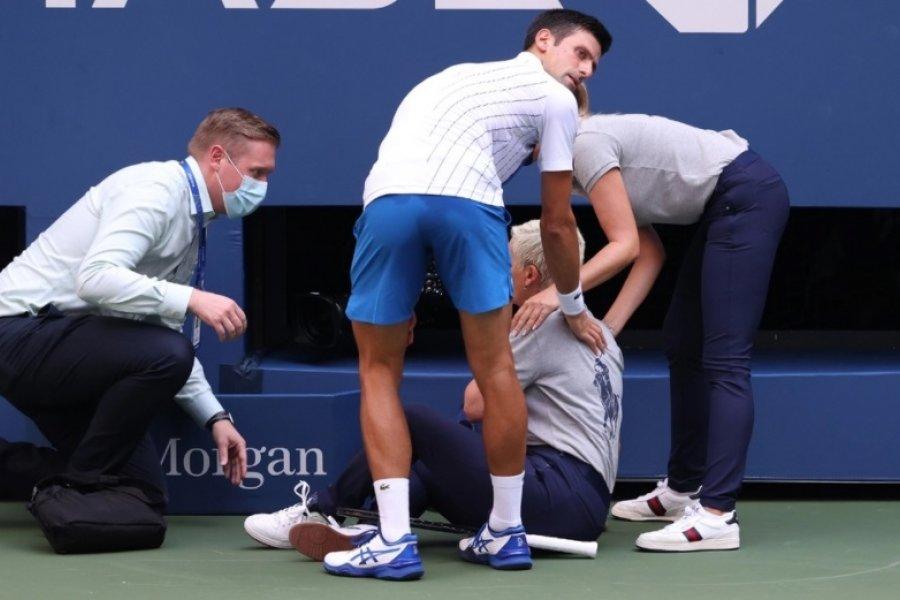 Djokovic fue descalificado por pegarle un pelotazo a una jueza de línea