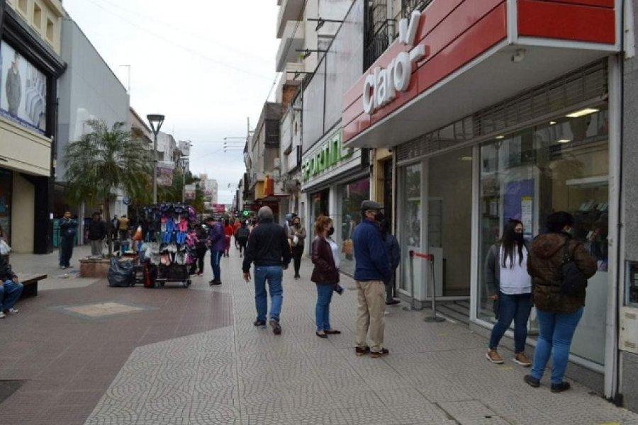 Atención en comercios: Admiten que en los barrios no respetan el horario