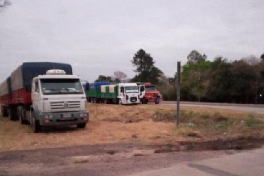 Transportistas molestos por esperar hace tres días para las descargas