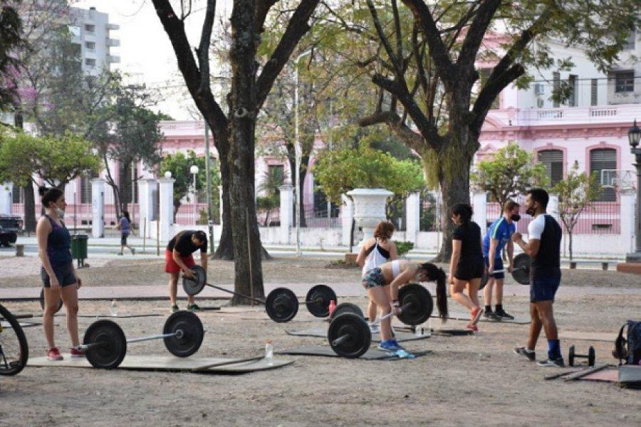 Cuarentena voluntaria: Las plazas se convirtieron en gimnasio