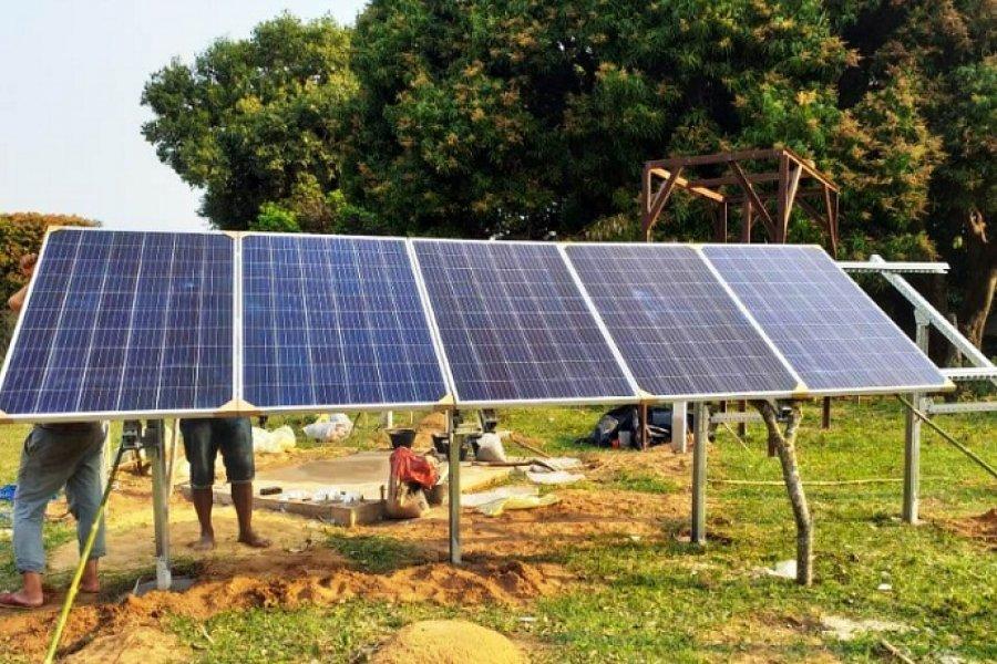 Familias de Apipé Chico contarán con energía alternativa para sus viviendas