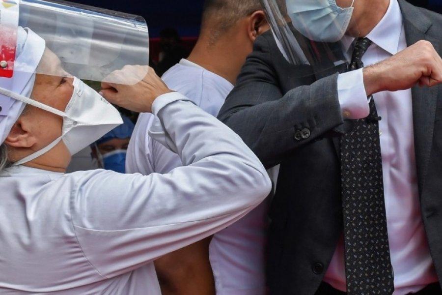 Coronavirus: la OMS aconseja no saludarse con el codo